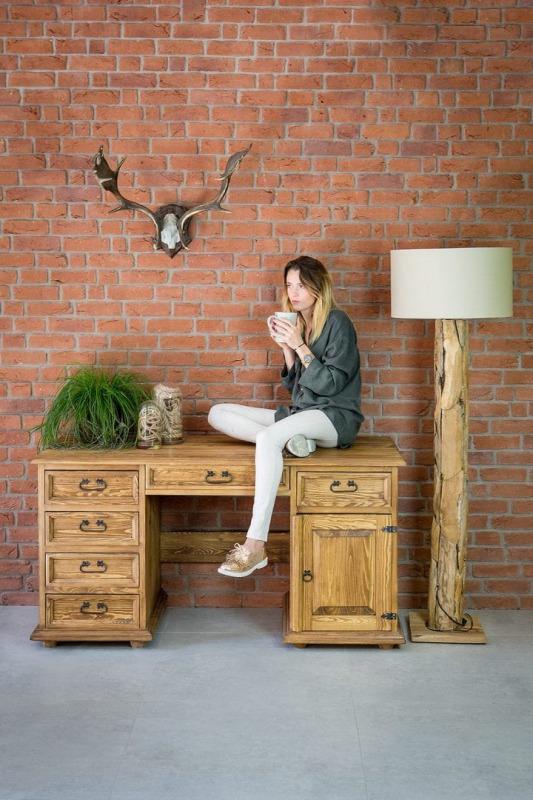 biurka z drewna sosnowego w stylu rustykalnym