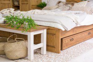 woskowana ławka rustykalna z drewna