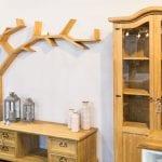 półka w kształcie drzewa z drewna litego