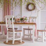 drewniany bialy stol i krzesla do jadalni