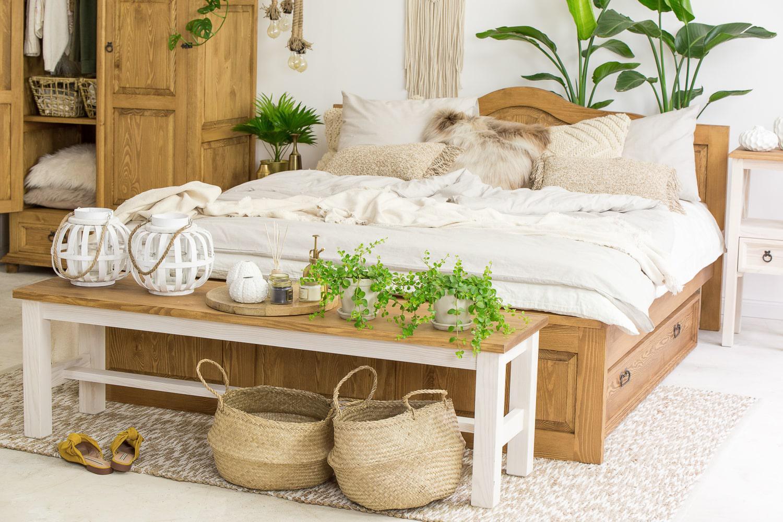 drewniana-lawka-na-korytarz