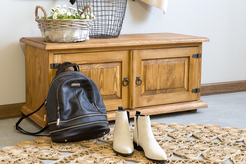 drewniana szafka na buty w stylu rustykalnym