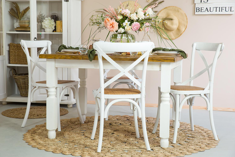 stol prowansalski z bialymi nogami