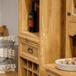 drewniany regał na wino