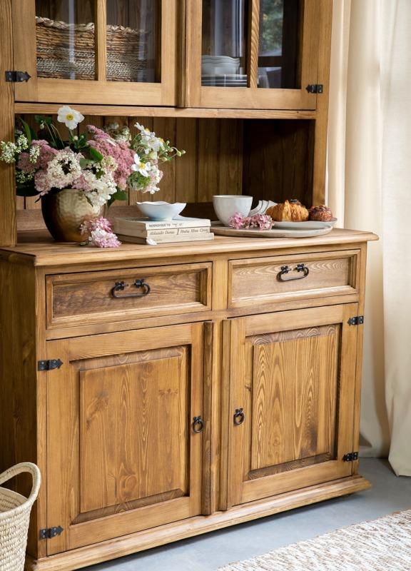 kredens drewniany w stylu wiejskim