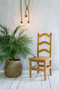 drewniane krzesło woskowane