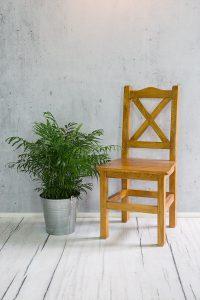 sosnowe krzesło drewniane