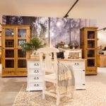 witryny drewniane woskowane do salonu