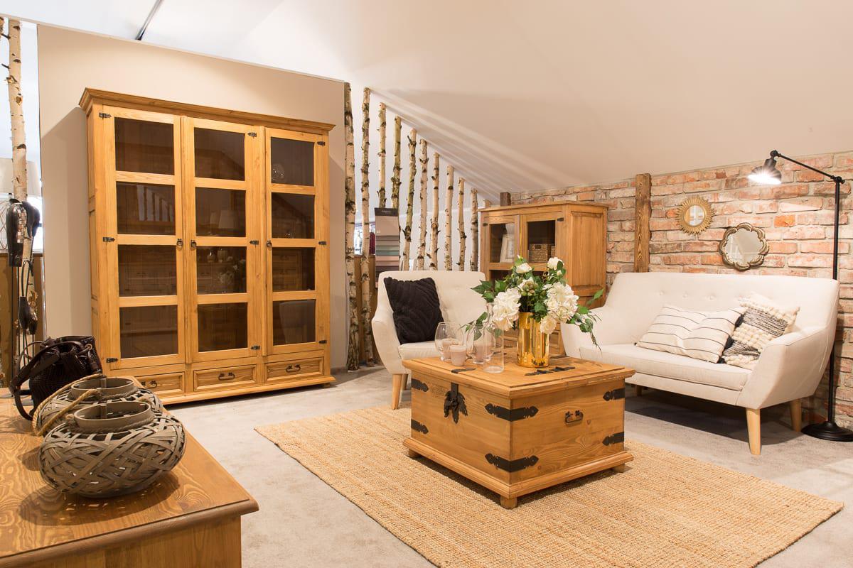 drewniane meble do salonu woskowane