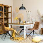 drewniane meble woskowane do salonu