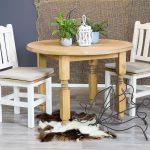 solidne krzesla drewniane woskowane