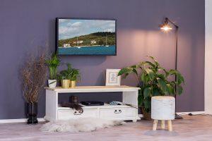 drewniana szafka pod telewizor w stylu rustykalnym