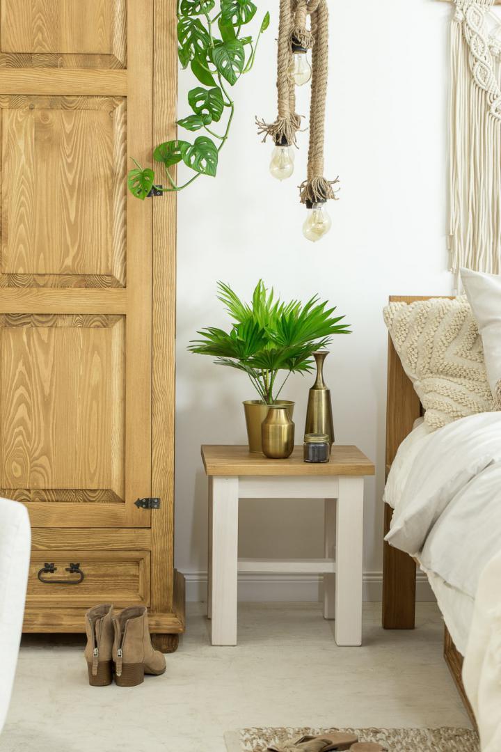 drewniany taboret woskowany