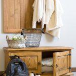 szafka na buty z drewna w stylu rustykalnym