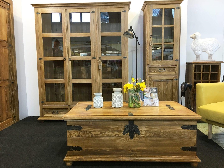 drewniany-witryny-woskowane-do-salonu