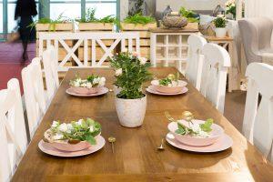 drewnainy stół woskowany do jadalni
