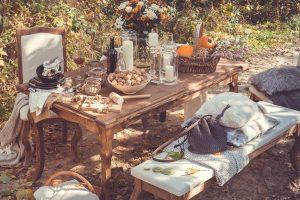 drewniany stół woskowany