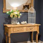 drewniany stolik przyścienny do przedpokoju