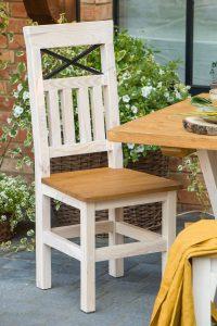 woskowane krzesło drewniane