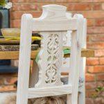 drewniane krzeslo rzezbione