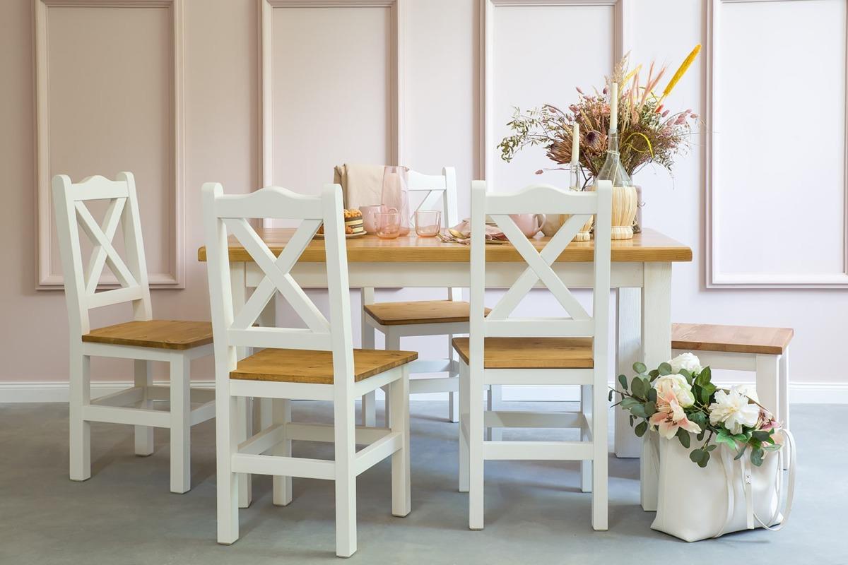 drewniane krzesła i taborety do kuchni