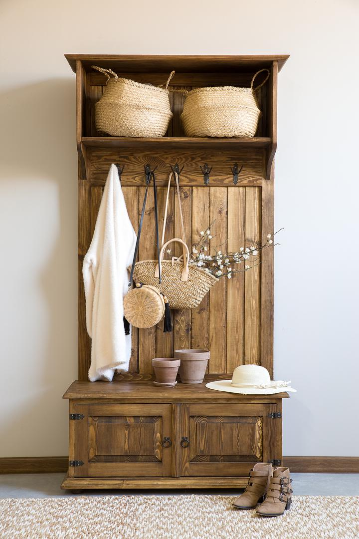 drewniana garderoba woskowana