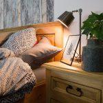 drewniane lozko woskowane w stylu rustykalnym
