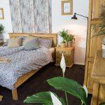 drewniane meble sosnowe do sypialni