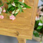 drewniany stol woskowany do jadalni