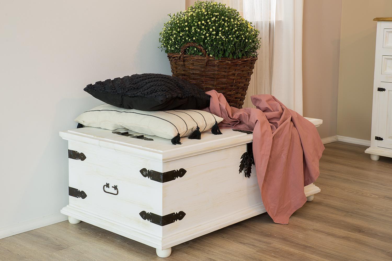 kufer sosnowy do jadalni