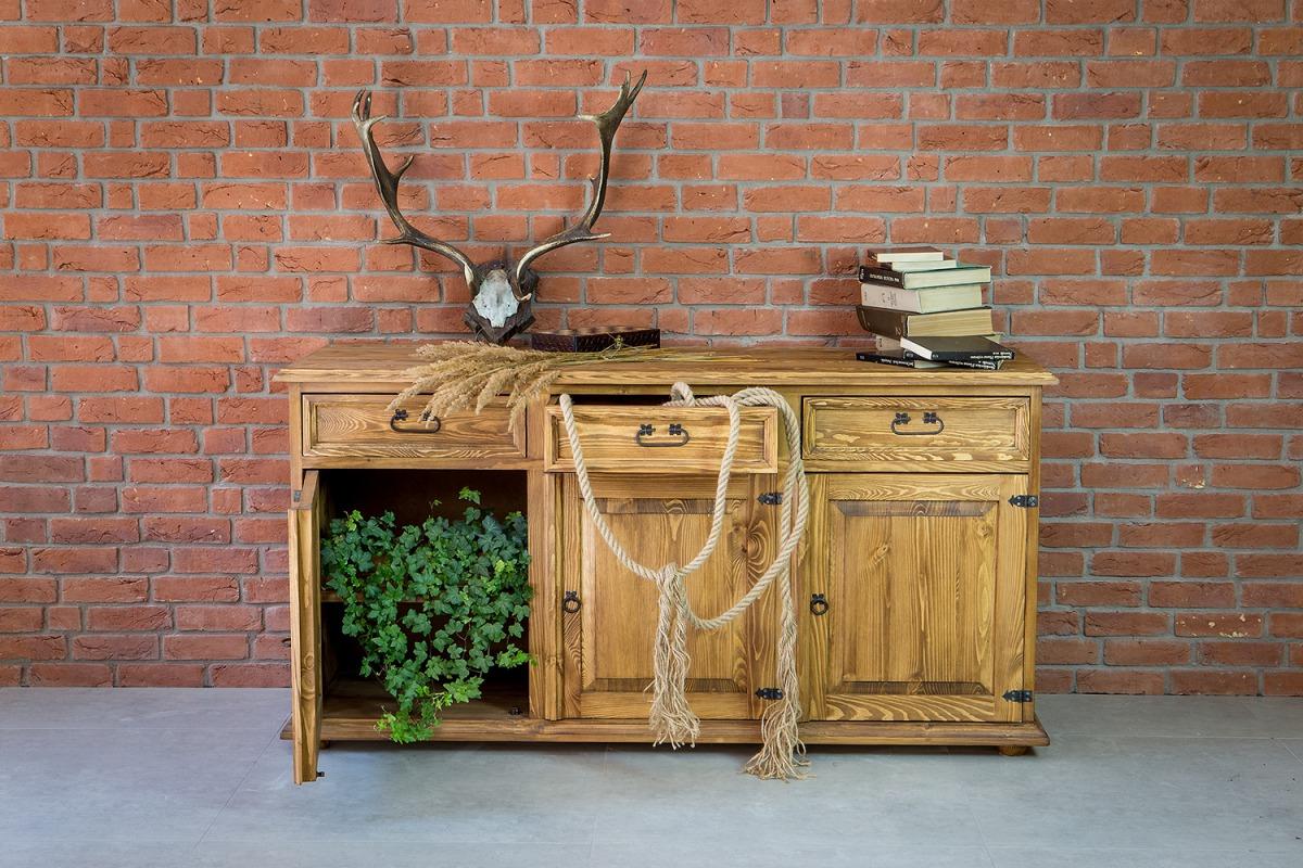 drewniana woskowana komoda trzydrzwiowa