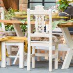 stol i krzesla w stylu wiejskim