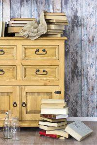 woskowana komoda z drewna