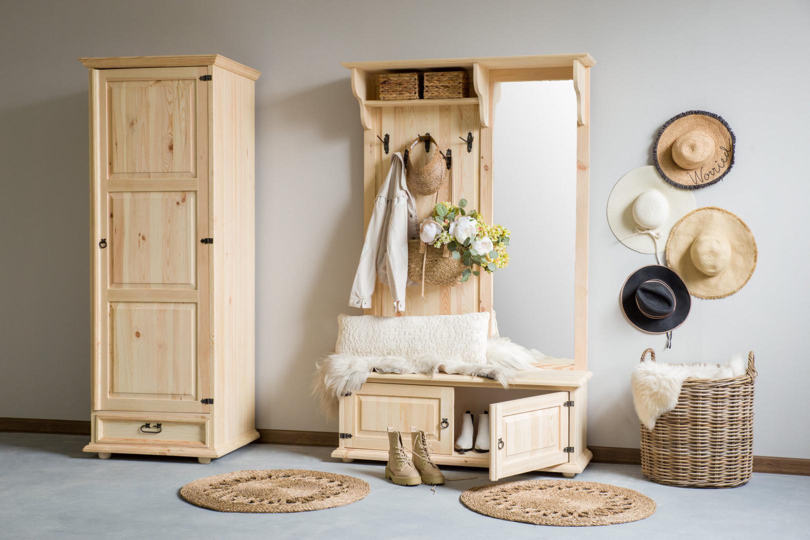 drewniana szafa jednodrzwiowa retro