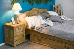 dreniane łóżko do sypialni