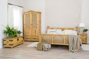 drewniane łóżko w stylu rustykalnym