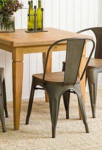 woskowany stół drewniany
