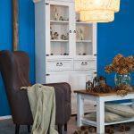 duży wygodny tapicerowany ciemny fotel do salonu