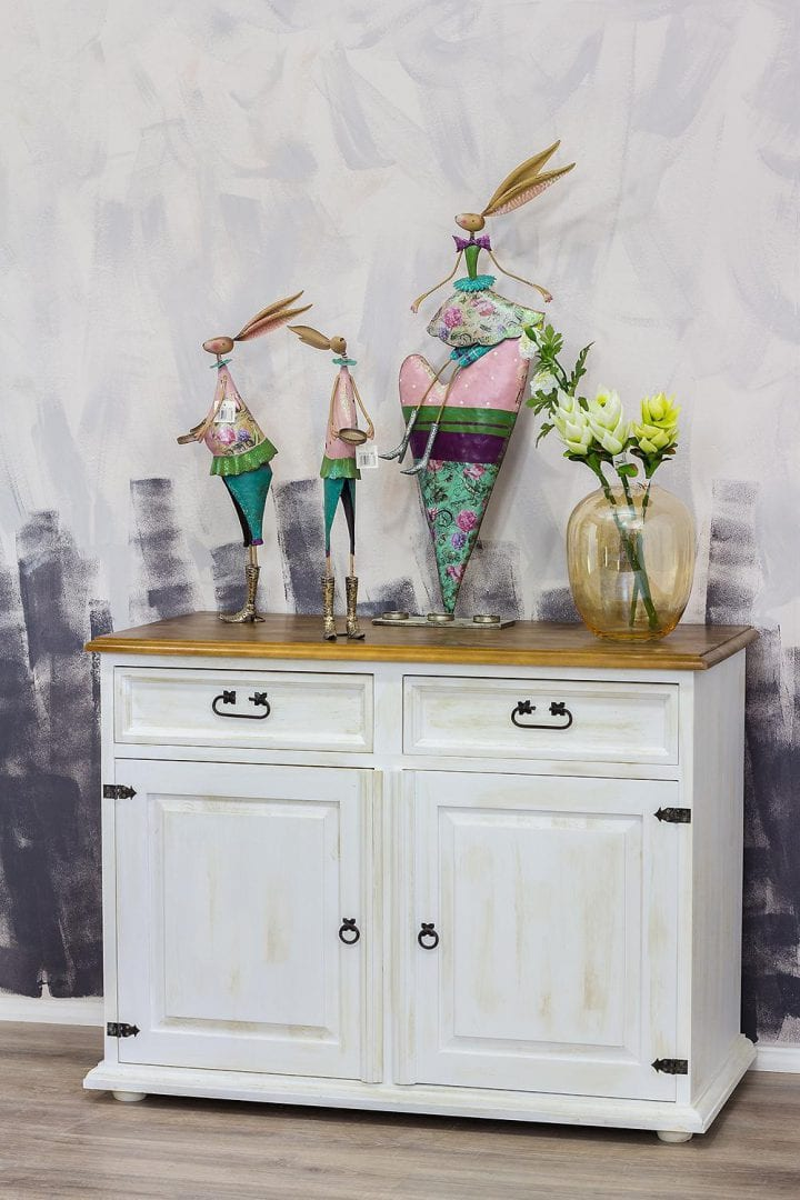 komoda drewniana bielona do salonu