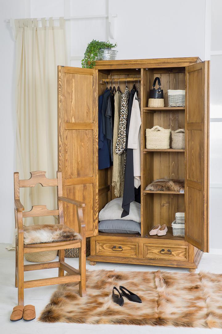 szafy rustykalne z drewna woskowane