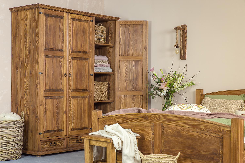 drewniana szafa trzydrzwiowa woskowana