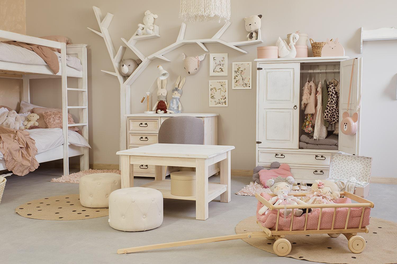 białe meble drewniane do pokoju dziecka