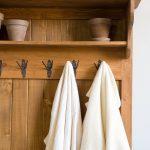 drewniana polka wieszak na ubrania boazeria
