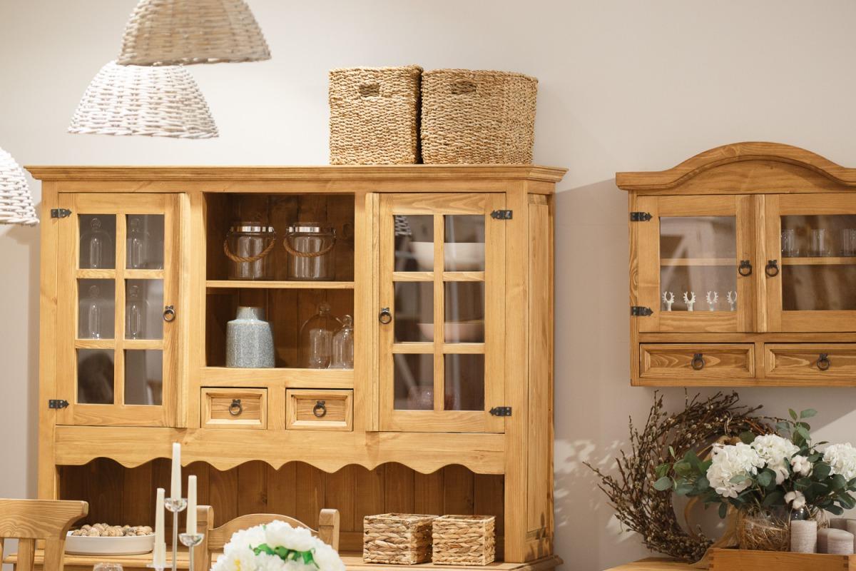 Drewniany kredens rustykalny