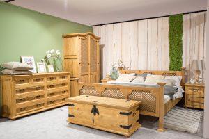 drewniane meble sypialniane w stylu retro