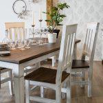 stół z krzesłami w stylu skandynawskim