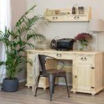 półki drewniane wiszące i woskowane