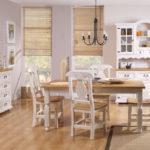 białe meble do kuchni z drewna litego