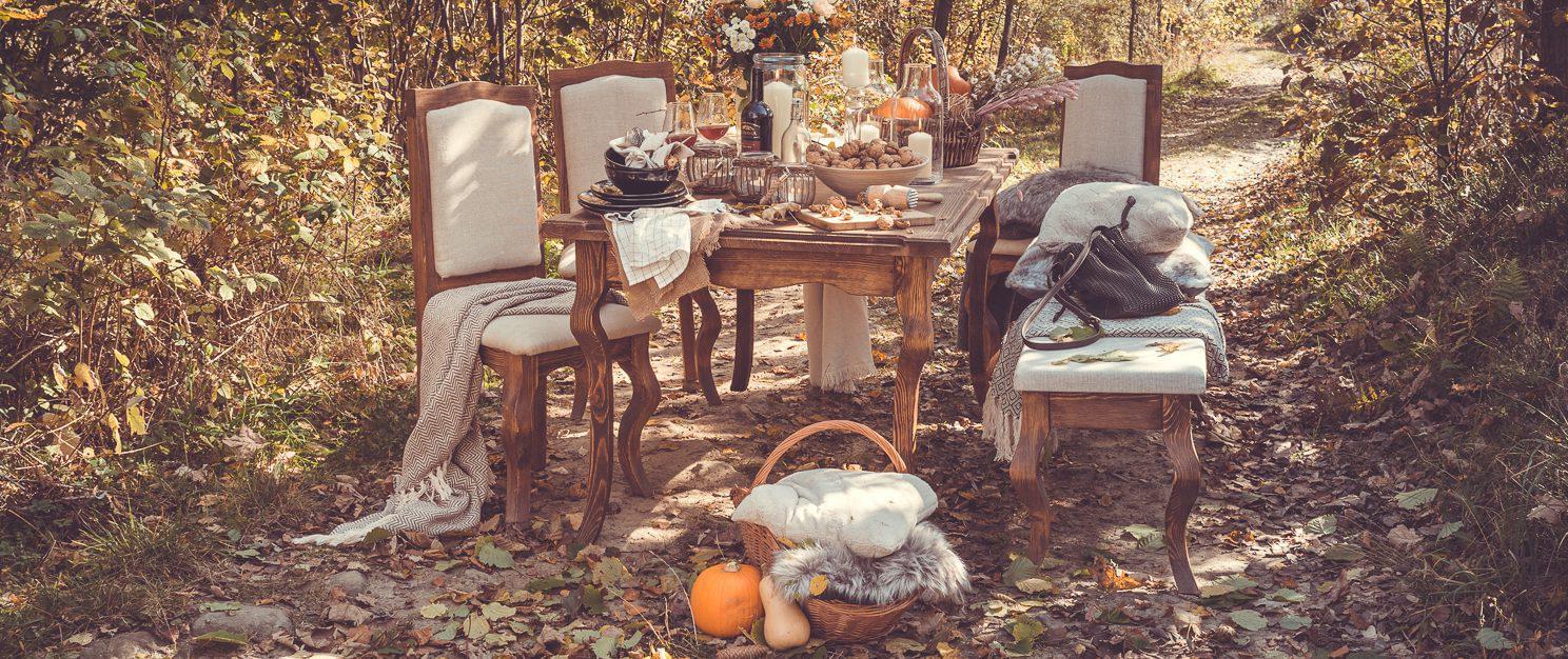 drewniany stol sosnowy z krzesłami do salonu kolekcja country
