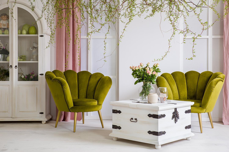 fotel tapicerowany na nóżkach